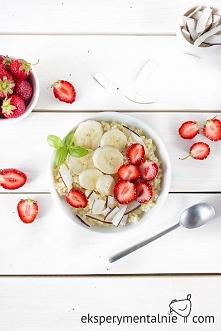 Kasza jaglana na mleku kokosowym z owocami na pyszne śniadanie