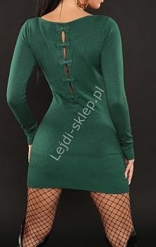 Zielona dzianinowa sukienka z kokardkami na plecach