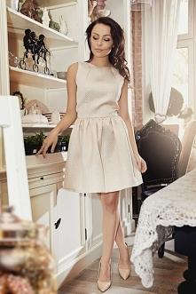 złota rozkloszowana sukienk...