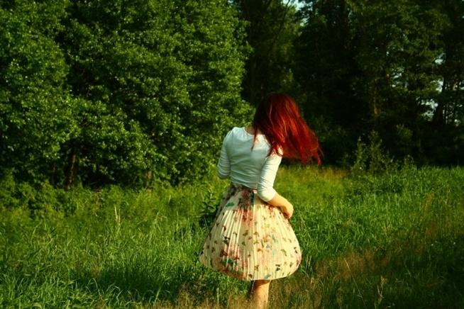 Kolejna spódniczka do kolekcji uszyta przeze mnie. :) Spódnica plisowana, bezowa w kolorowe motyle.