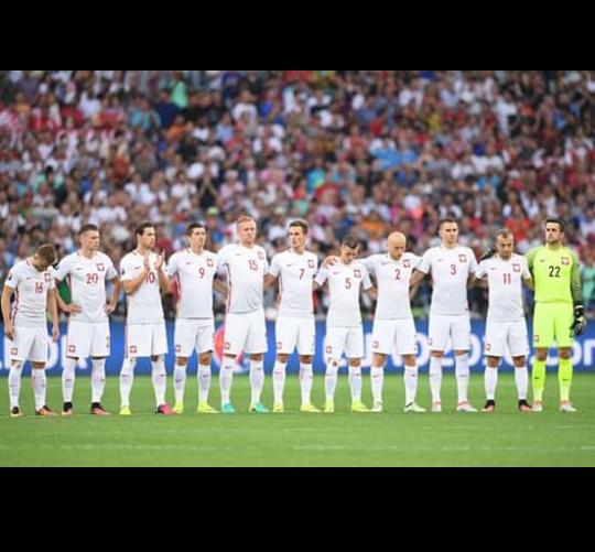 Dziękujemy!!! Jestem z was mega DUMNA! Było wspaniale, jesteście wielcy<3 Kuba jesteśmy z Tobą! Być może dzięki Tobie doszliśmy tak daleko^^ Dla mnie jesteś największym wygranym na tym turnieju! Pokazaliśmy na co nas stać, co potrafimy... Mimo że przygoda z Euro dla nas się już skończyła to jeszcze nie raz będziemy przeżywać takie emocje :D Udowodniliśmy że jesteśmy jednym oraganizmem, JESTEŚMY DRUŻYNĄ! <3 I dzięku temu jesteśmy gdzie jesteśmy.. Nie jeden zespół może nam zazdrościć takiej atmosfery! Dla mnie i innych prawdziwych kibiców zawsze byliście jesteście i będziecie najlepsi! Zawsze będe za wami, nic się nie zmieni, jak było tak będzie!!! <3 DZIĘKUJEMY <3 <3