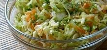 Surówka z młodej kapusty Składniki: 1/4 główki kapusty 2 marchewki 1 ogórek b...