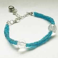 Niebieska bransoletka mojego autorstwa.