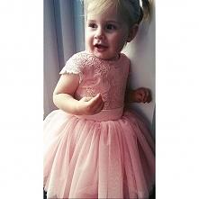 Mała ślicznotka w sukience ...