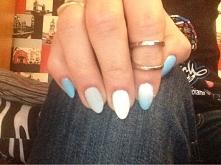 biało-szaro-niebieski. zwykle lakiery.