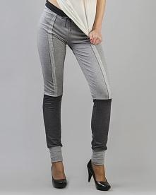 Dopasowane spodnie z dzianiny dresowej z ozdobnym stębnowanym szwem z przodu....