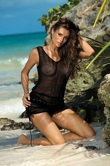 Szukasz czegoś inspirującego? Oto dodatek wart grzechu - półprześwitująca, ażurowa tunika. Po prostu: sexy! Tunika zaskakuje swoją delikatnością, jest miękka i elastyczna. Świet...