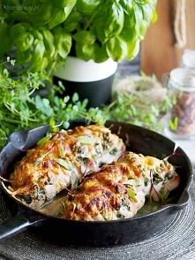 Kurczak hasselback z ricottą i szpinakiem / Hasselback chicken with spinach and ricotta