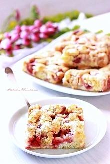 Szwedzkie ciasto z rabarbarem (i truskawkami)