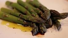 Grillowane szparagi w sosie...