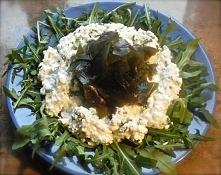 miłości do WAKAME c.d ;) - twaróg z wodorostami, rzodkiewką i bazylią na rukoli.   ...brązowe wodorosty, nazywane też wodorostami wakame, które stosuje się powszechnie w kuchni ...