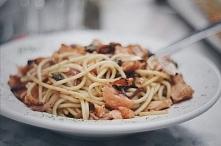 Spaghetti z łososiem w sosi...