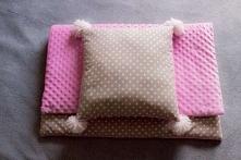 kołderka i poduszka z pompo...