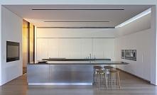 Biała kuchnia to kuchnia prosta, schludna i bardzo nowoczesna - szczególnie g...