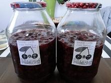 Wiśnióweczka nastawiona :P  2 kg wydrylowanych wiśni 1 litr wódki 1/2 kg cukru 10 goździków 1 kawałek cynamonu * wszystko razem do słoja, wymieszać, odstawić na pół roku w chłod...