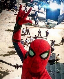 "Tom Holland i jego selfie z planu ""Spidermana""."