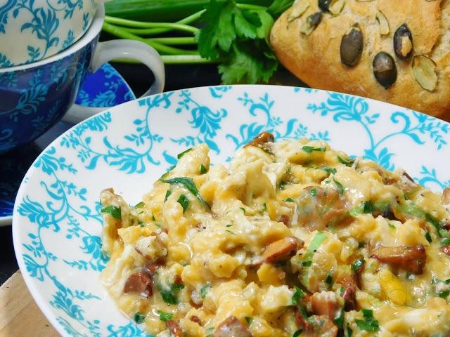 Dziś prosty przepis ale danie smakuje wręcz bosko :)   Jajecznica z kurkami