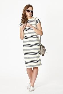 Ołówkowa, dopasowana sukienka w poziome biało-czarne paski. Posiada zaszewki modelujące biust.  Sklep Allettante.pl dział Moda damska, Sukienki dzienne