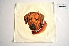 Ręcznie malowany pies na poszewce. Pies namalowany ze zdjęcia.