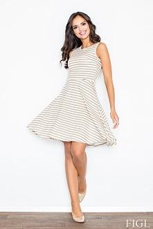 Letnia sukienka wykonana z delikatnej bawełny. Model w marynarskie paski na szerokich ramiączkach. Góra dopasowana, dół sukienki rozkloszowany. Model zapinany z tyłu na kryty za...