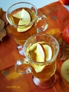 Grzany Cydr Składniki: 1 puszka (500 ml) cydru jabłkowego 1 plasterek skórki pomarańczowej (spory, około 2×10 cm) 1 laska cynamonu 1 łyżka brązowego cukru 2 goździki 2 plasterki...