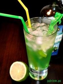 Margarita miętowo-limonkowa Składniki: 50 ml tequili 20 ml likieru miętowego sok z limonki (może być z kartonu) 2 plasterki limonki kruszony lód Przygotowanie: Do szklanki wrzuc...