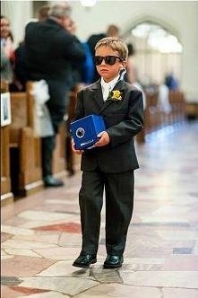 fajny sprawa na wesele gdzie dziecko niesie obrączki;p