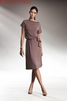 Sukienka  z wiązaniem w talii oraz zamkiem którym możesz regulować dekolt. Ba...