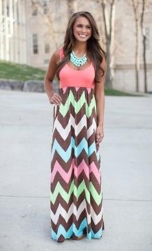 Długa maxi sukienka, geometryczne wzory. Po kliknięciu w zdjęcie przekieruje Cię do sklepu :)