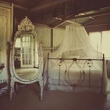 Eteryczne lustro, bardzo subtelne lustro i delikatne wnętrze - zobacz jak wyg...