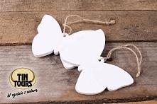 Drewniane zawieszki motyle na jutowym sznurku wykorzystacie na wiele różnych sposobów, np. do dekoracji i ozdobienia prezentu!