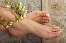 Pielęgnacja stóp jest bardzo ważna, zwłaszcza latem kiedy odsłaniamy stopy znacznie częściej:).