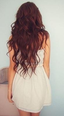 Hej, dziewczyny!  Mam pytanie odnośnie włosów, a nawet kilka pytań! Może któraś z Was będzie w stanie mi pomóc. To lecimy:  Moje włosy są dość gęste i długie. Kształtem przypomi...