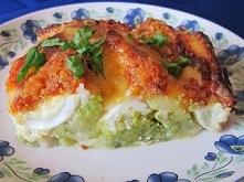 Zapiekanka brokułowa z jajkami pod beszamelem