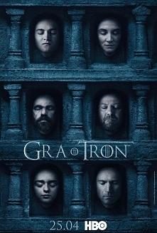 Kilka rodzin szlacheckich walczy o panowanie nad ziemiami krainy Westeros. Polityczne i seksualne intrygi są na porządku dziennym. Robert Baratheon (Mark Addy), król Siedmiu Kró...