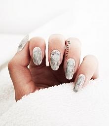 Po kliknięciu w zdjęcie dowiesz się jak zrobić takie paznokcie <3