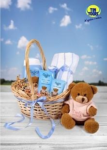 Wiklinowy koszyk prezentowy w sam raz na drobny upominek dla malucha