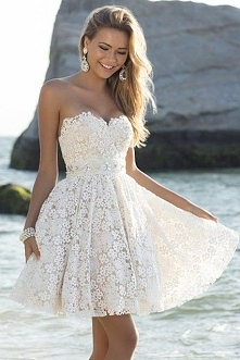 cudowna biala sukieneczka