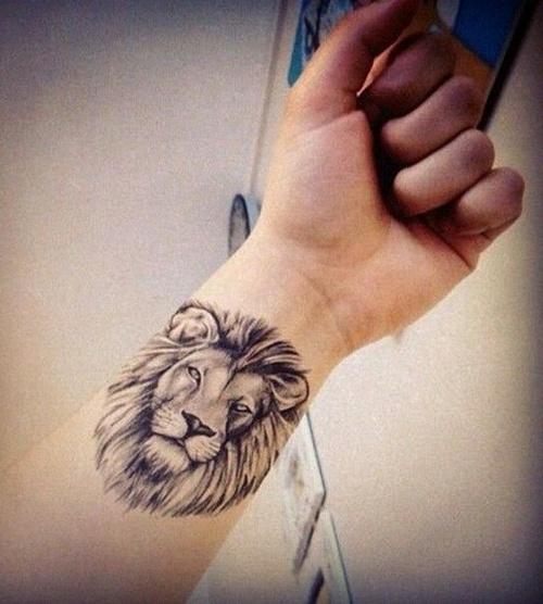 Lew Symbolizuje Odwagę I Dumę Tatuaż Z Lwem To świetny