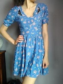 Śliczna sukienka ciemnobłękitna w kwiatuszki, sprzedam za 35zł! Zapraszam do ...