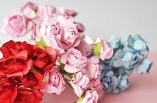 Duże róże z papieru u PP. :)