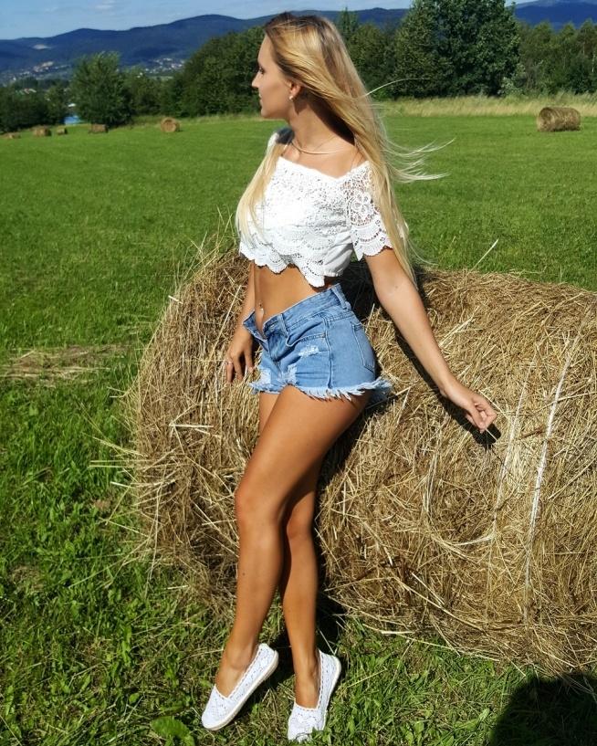 zapraszam na instagram @kineczka_93  P.S Spodenki mam na sprzedaż :)