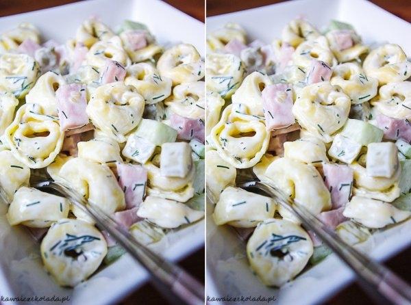 Sałatka z makaronem tortellini♥♥♥ UWIELBIAM!!! Składniki: 1 paczka (250 g ) makaronu tortellini, 1 zielony ogórek szklarniowy, 5 średniej wielkości ogórków konserwowych, 200 g szynki konserwowej, 2 łyżki majonezu, 2 łyżki świeżego koperku, pieprz do smaku, Wykonanie: Makaron gotujemy zgodnie z instrukcją na opakowaniu, a następnie odstawiamy do całkowitego przestygnięcia. Świeżego ogórka obieramy ze skórki i kroimy w kostkę. Szynkę i korniszony także kroimy w kostkę tej samej wielkości. Do miski z wystudzonym makaronem tortellini dodajemy pokrojone ogórki, szynkę, posiekany koperek i majonez. Całość mieszamy i doprawiamy pieprzem.