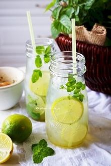 Mojito bezalkoholowe Składniki na 4 małe porcje lub 2 duże: 2 szklanki lodu (...