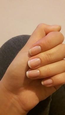 Po nałożeniu odżywki z eveline. Na moim profilu jest zdjęcie jak moje paznokc...