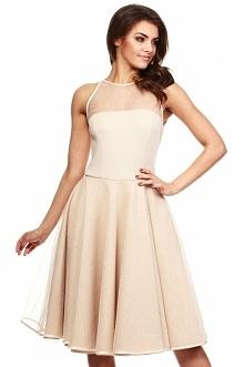 Elegancka sukienka kolor Beige. Wieczorowa sukienka odcinana w pasie. Góra dopasowana z tiulowym dekoltem wiązanym z tyłu aksamitną tasiemką. Dół rozkloszowany, warstwowy z wier...