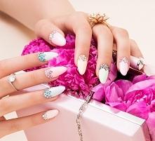 Pastelowy manicure z kryształami Swarovskiego ♡