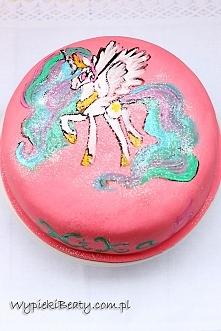 Urodzinowy tort czekoladowo-malinowy