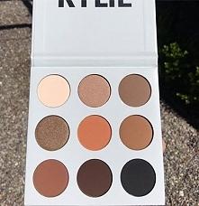 Kylie właśnie wydała pierwszą paletę cieni do powiek!