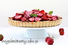 Czekoladowo-migdałowa tarta z truskawkami - Wypieki Beaty